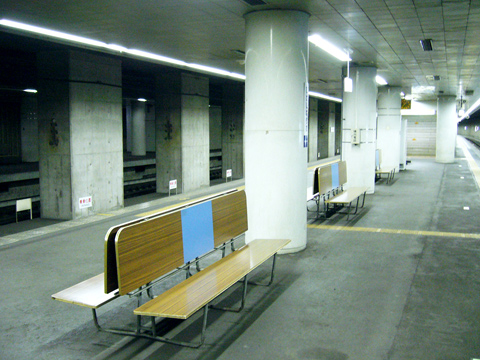 東成田駅(旧成田空港駅)・徒歩で行く成田空港